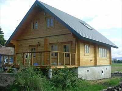 恵庭で注文住宅の建築をお考えの方は自然素材を活かしたおしゃれな家づくりも行う【しろくまホーム】